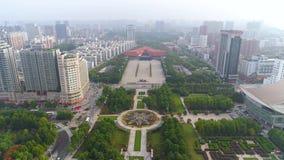 WUHAN CHINY, MAJ, - 2017: dnia czasu Wuhan sławnego miasta rewoluci kwadrata parka anteny muzealna panorama zdjęcie wideo