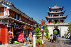 The Wuhua Tower and souvenir shops in Dali Old Town, China Stock Photography