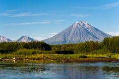 Wulkan Koryaksy i rzeka Avacha na Kamchatka. Fotografia Royalty Free