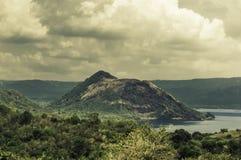 Wulkan po środku jeziora Obraz Royalty Free