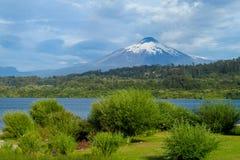 Wulkan Villarica i jezioro w Chile Obrazy Stock