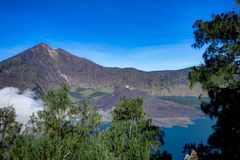 Wulkanu krateru jezioro góra Rinjani Lombok Indonezja Zdjęcia Royalty Free