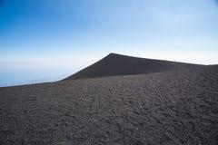 Wulkanu krateru krawędź przy Mt. Etna w Sicily Obraz Royalty Free