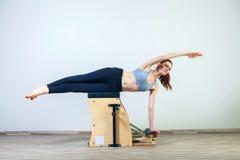 γιόγκα wunda γυναικών γυμνασ&tau Στοκ Εικόνες