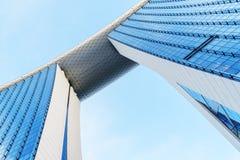 Wunderbare Ansicht von unten berühmten Marina Bay Sands Hotels stockbild