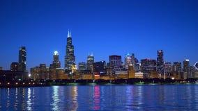 Wunderbare Chicago-Skyline bis zum Nacht stock footage