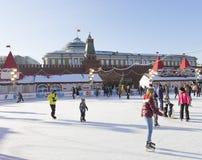 Wunderbare Eisbahn auf Rotem Platz Stockbilder