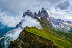 Wunderbare Landschaft der Dolomit-Alpen Odle-Gebirgszug, Seceda-Spitze in den Dolomit, Italien Künstlerisches Bild Karpaten, Ukra lizenzfreie stockfotos