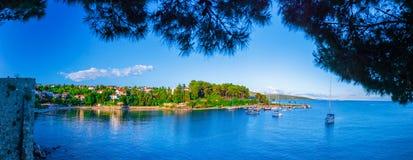 Wunderbare romantische Sommerabendlandschaftspanoramaküstenlinie A Lizenzfreie Stockbilder
