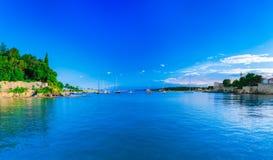 Wunderbare romantische Sommerabendlandschaftspanoramaküstenlinie A Lizenzfreie Stockfotografie