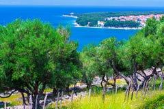 Wunderbare romantische Sommernachmittagslandschaftspanoramaküstenlinie Lizenzfreies Stockbild