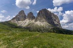 Wunderbare Sommeransicht von Sassolungo dolomites Italien stockfotografie