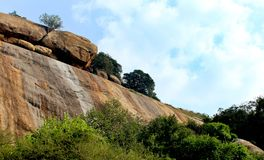 Wunderbare tropische Hügellandschaft des sittanavasal Höhlentempelkomplexes Stockbild