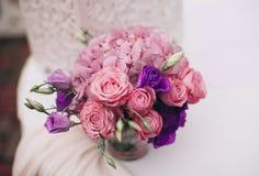 Wunderbarer Luxushochzeitsblumenstrauß von verschiedenen Blumen lizenzfreie stockfotografie