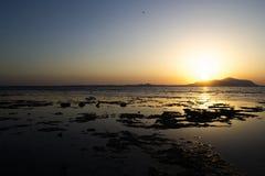 Wunderbarer Sonnenaufgang über Insel des Roten Meers und Tiran Egypt lizenzfreies stockbild