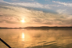 Wunderbarer Sonnenuntergang über Balaton See Stockfotos