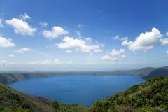 Wunderbarer vulkanischer Kratersee Apoyo Lizenzfreie Stockfotografie