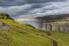 Wunderbarer Wasserfall Dettifoss in Island, Sommerzeit Lizenzfreies Stockfoto