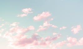 Wunderbares Cloudscape mit rosa Wolken Lizenzfreies Stockfoto