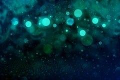 Wunderbares helles Funkelnlichter defocused bokeh abstrakter Hintergrund mit fallenden Schneeflocken fliegen, festliche Modellbes stock abbildung