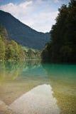 Wunderbares landcsape in den julianischen Alpen mit reinem Fluss soca, tolmin, Slowenien stockfotografie