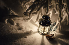 Wunderlampe mit Kerze Stockbild