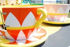Wunderliche Teecupfahrten an einem Karneval Lizenzfreie Stockfotos