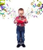 Wundern des kleinen Jungen von Fliegenbuchstaben Stockbilder