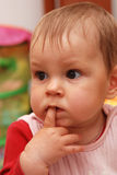 Wundern des kleinen Mädchens Lizenzfreies Stockfoto