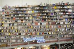 Wundern Sie sich Buch-Speicher Lizenzfreie Stockfotografie