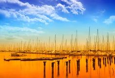 Wundervoller Himmel über dem Pier Lizenzfreie Stockfotos