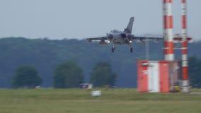 Wunstorf Tyskland - Juni 09, 2018: Bundeswehr öppen dag på flygbasen Wunstorf Den multirole stridsflygplanet för tromb arkivfilmer
