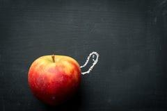 Wurm, der aus Apple heraus schaut Stockfoto
