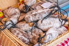 Wurst auf einem Marktstand in Nizza Stockfotos