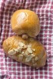 Wurst-Rolle und Brot Lizenzfreies Stockfoto
