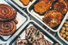 Wurst, Schinken, Schnitzel und Kartoffeln Lizenzfreie Stockfotos