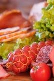 Wurst und Salat Stockfotos