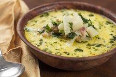 Wurst Zuppa Toskana und Kohl-Suppe lizenzfreies stockfoto