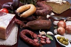 Wurstmischung in einem portugiesischen traditionellen umgebenden Stockfotografie