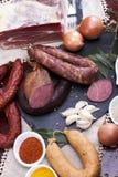 Wurstmischung in einem portugiesischen traditionellen umgebenden Lizenzfreie Stockfotografie
