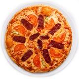 Wurstpizza mit Kräutern Stockfoto