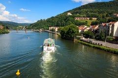 Круиз реки на реке Неккаре в Гейдельберге, Бадене-Wurttemberg, Германии стоковая фотография