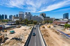 Wurunjery-Weise mit Baustelle und Melbourne-Stadtbild an Lizenzfreies Stockfoto