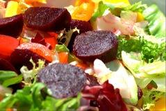 Wurzel- und Kartoffelsalat Lizenzfreies Stockfoto