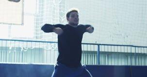 Wushu do treinamento do homem novo vídeos de arquivo