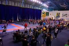 Wushu inomhus konkurrens i Rumänien royaltyfri bild