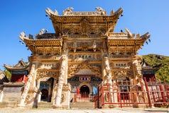 Wutaishan (góra Wutai) rzeźbił kamiennego torii przed Longquan świątyni drzwi. Zdjęcie Royalty Free