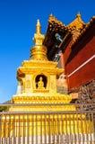 Wutaishan (góra Wutai) scena. Złocista stupa na z tmple ściany. Zdjęcia Royalty Free