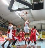 Wutipong Dasom #73 neemt aan het schot in een ASEAN-Basketballiga  Stock Afbeelding