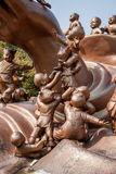Wuxi Lingshan sceniskt område för jätte- Buddha & x22; lek för 100 barn Maitreya& x22; stor bronsskulptur Royaltyfri Foto